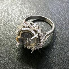 ダイヤモンドの石が取れてしまった